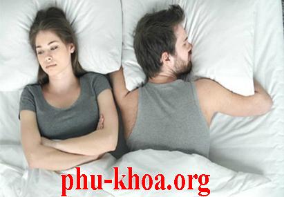 Khí hư có mùi hôi sau khi quan hệ có sao không?