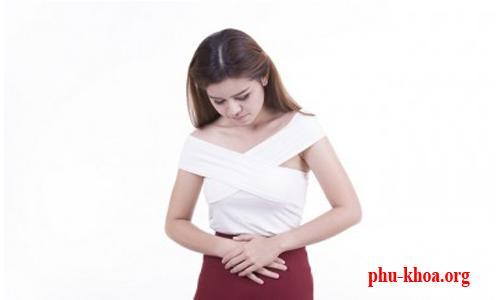 Máu báo thai có ra nhiều như máu kinh nguyệt không?